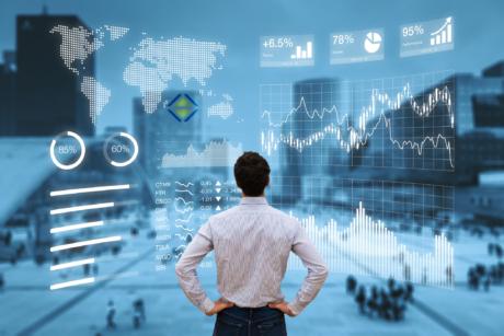 Person analysiert ein Finanz-Dashboard und Diagramme mit einem Stadtbild im Hintergrund